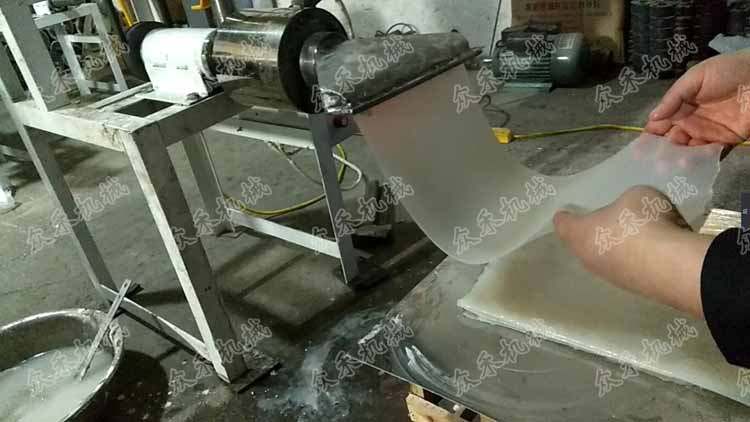 50型卧式擀面皮机视频加工生产擀面皮做法